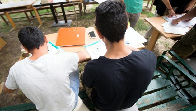 Flüchtlinge beim Unterricht (Bild: APA/GEORG HOCHMUTH)