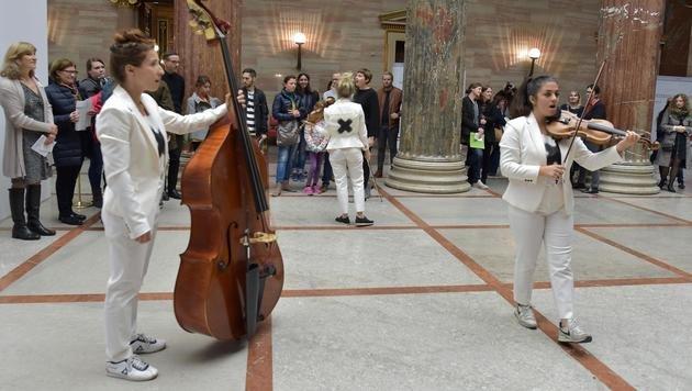 Musikalische Unterhaltung im Parlament (Bild: APA/HANS PUNZ)