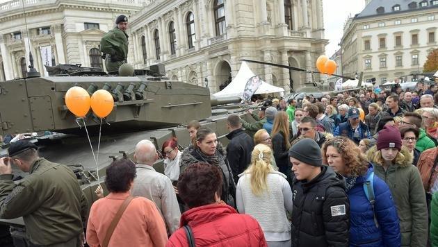 Riesiger Andrang bei der Leistungsschau des Heeres (Bild: APA/HANS PUNZ)