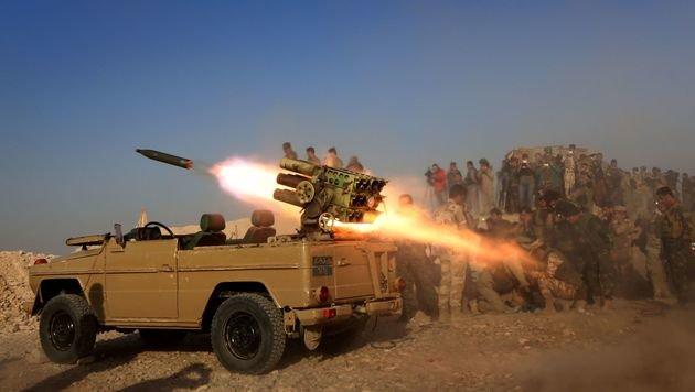 Artillerieangriff einer Peschmerga-Einheit (Bild: APA/AFP/SAFIN HAMED)