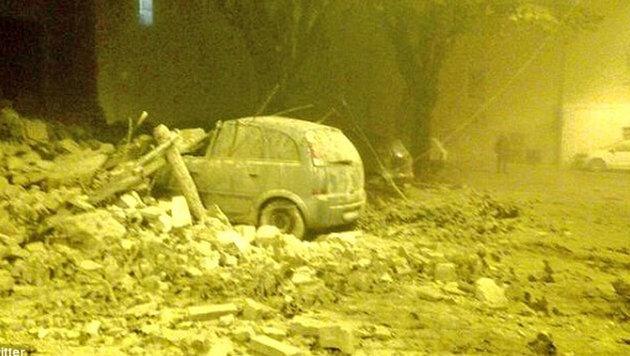 Italien: Massenflucht, Tausende in Notquartieren (Bild: Twitter)
