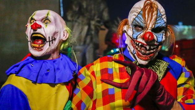 Deutsche Senioren fordern Verbot der Horror-Clowns (Bild: APA/EPA/Erik S. Lesser (Symbolbild))