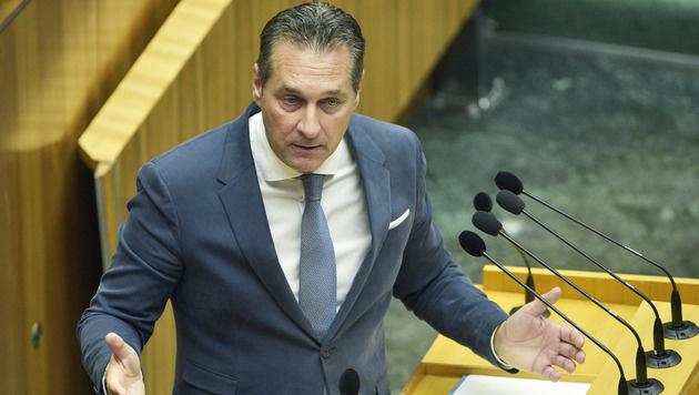 """FPÖ-Chef Strache findet Van der Bellens Äußerungen """"bedenklich"""". (Bild: APA/HANS PUNZ)"""
