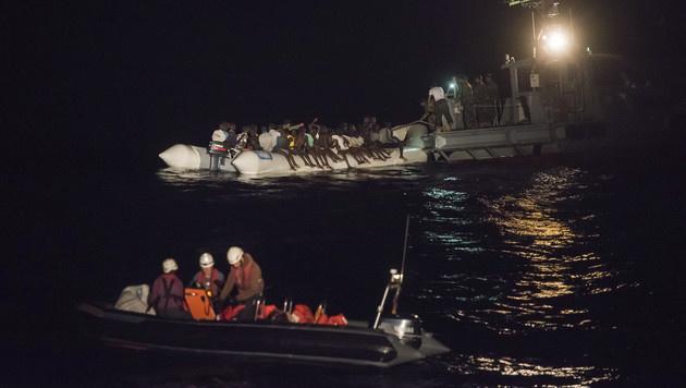 Fast 100 Flüchtlinge vor Libyens Küste ertrunken (Bild: AP)