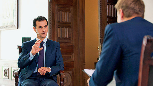 Assad erklärt die Lage in Interviews mit internationalen TV-Sendern. (Bild: AFP/picturedesk.com)