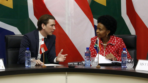 Außenminister Kurz im Gespräch mit seiner südafrikanischen Amtskollegin Maite Nkoana-Mashabane (Bild: APA/AUSSENMINISTERIUM/DRAGAN TATIC)