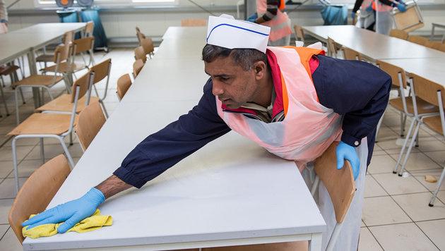 Die Liste: Diese Jobs sollen Asylwerber machen (Bild: APA/dpa/Wolfram Kastl)