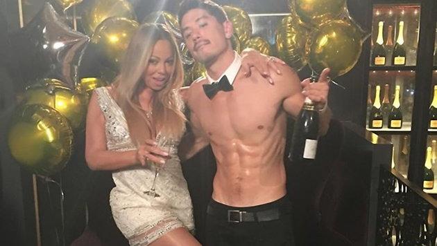 Mariah Carey mit ihrem Background-Tänzer Brian Tanaka (Bild: Viennareport)