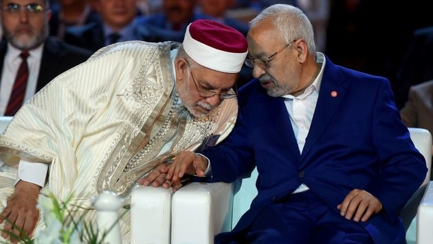 Abdelfattah Mourou (li.) mit dem Chef der Ennahda-Partei, Rached Ghannouchi, in Tunis (Bild: APA/AFP/FETHI BELAID)