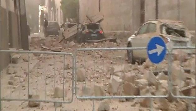 Italien erneut von heftigem Erdbeben erschüttert (Bild: APA/AFP/SKY tg24)