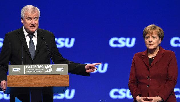 Seehofer pfeift auf Merkels CDU-Parteitag (Bild: AFP)