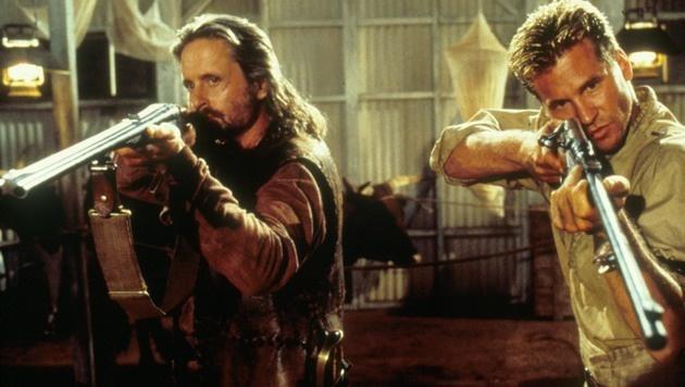 """Michael Douglas und Val Kilmer in """"Der Geist und die Dunkelheit"""" (Bild: face to face)"""