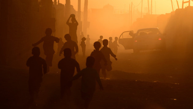 Vor allem in ärmeren Regionen ist die Luftverschmutzung hoch. (Bild: AFP/Aref Karimi)