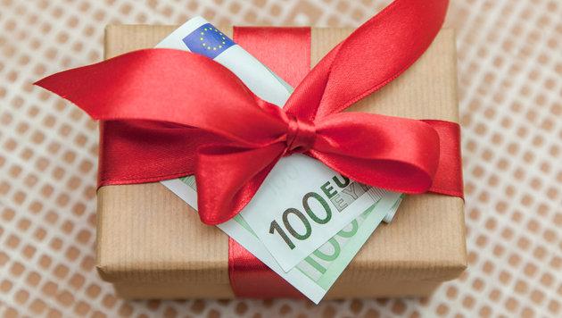 Wie Sie günstige Weihnachtsgeschenke finden (Bild: thinkstockphotos.de)