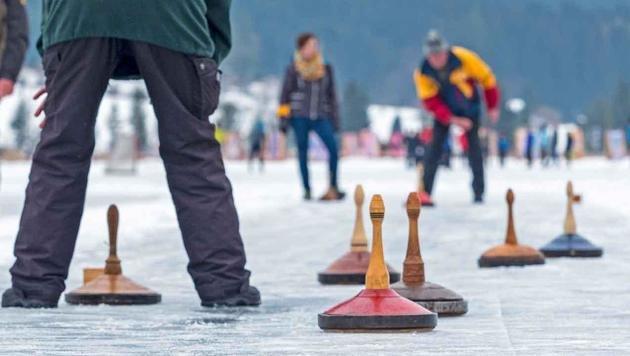Zwei Olympia-Sieger sind im Eisstock-Fieber (Bild: ServusTV / Weissenseefoto)