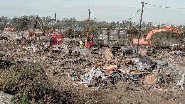Letzte Hütten in Flüchtlingslager abgerissen (Bild: AFP)