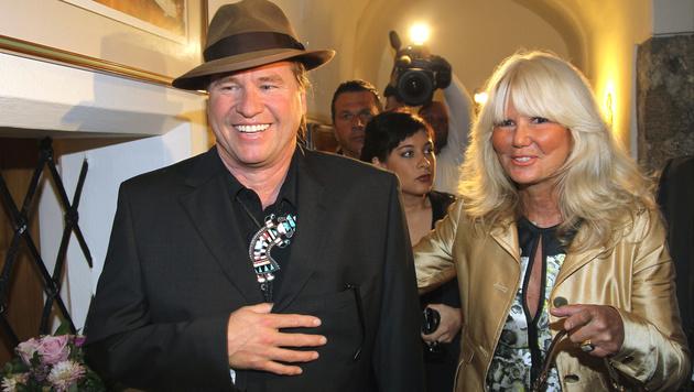 Val Kilmer mit Ingrid Roosen-Trinks im Juli 2010 in Salzburg (Bild: FRANZ NEUMAYR)
