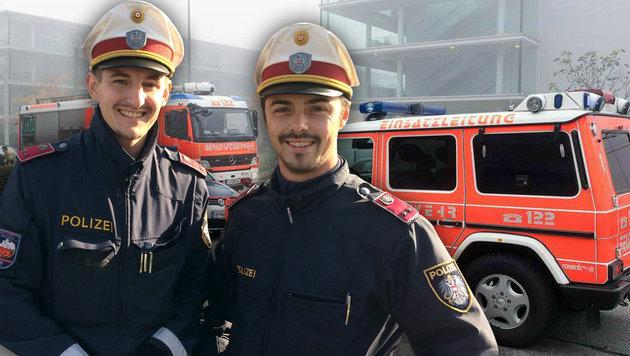 Dieter Rois (li.) und Lukas Em bargen den bewusstlosen Mieter aus der verqualmten Wohnung. (Bild: APA/KERSCHI.AT/WERNER KERSCHBAUMMAYER, Polizei)