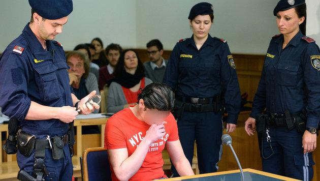 Der Flüchtling war im Juni wegen Missbrauchs des Buben zu sechs Jahren Haft verurteilt worden. (Bild: APA/ROLAND SCHLAGER)