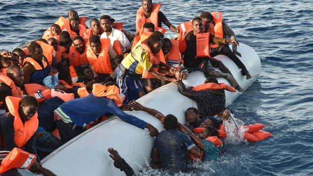 Afrikanische Flüchtlinge auf dem Weg nach Italien (Bild: APA/AFP/Andreas Solaro)