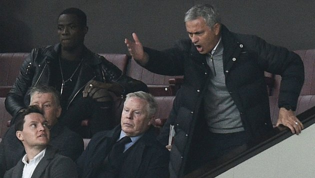 Schiri beleidigt: Sperre für Jose Mourinho! (Bild: APA/AFP/OLI SCARFF)