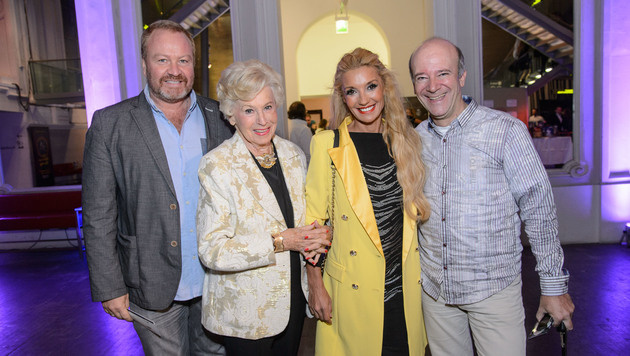 Regisseur Marcus Strahl mit Ehefrau Leila (M.)  und Mama Waltraut Haas sowie Andy Lee Lang (Bild: RGE-Press/Eckharter)
