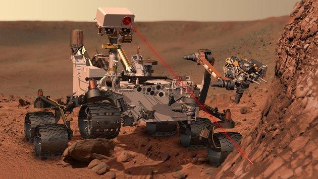 """Illustration: Die ChemCam """"beschießt"""" einen Felsen mit einem Laserstrahl (Bild: NASA, JPL-Caltech)"""