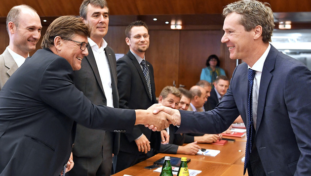 Die Chefverhandler Wimmer (li.) und Knill (re.) (Bild: APA/ROBERT JAEGER)