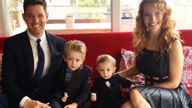 Michael Bublé mit Ehefrau Luisana Lopilato und den Söhnen Noah (l.) und Elias (r.) (Bild: Viennareport)