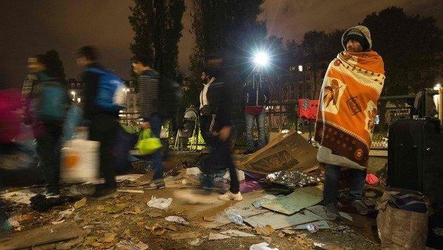 Wildes Flüchtlingslager in Paris geräumt (Bild: APA/AFP/JOEL SAGET)