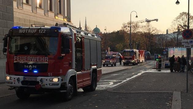 Dach des Parlaments stand in Flammen (Bild: Alexander Bischofberger-Mahr)