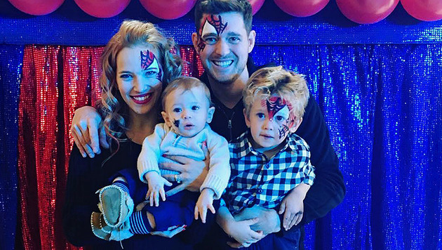 Michael Buble mit seiner Frau und seinen beiden Söhnen. (Bild: instagram.com/michaelbuble)