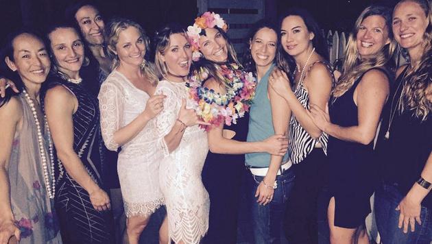 """""""Blumenmädchen"""" Julia Mancuso inmitten ihrer Freundinnen auf Hawaii (Bild: instagram.com)"""