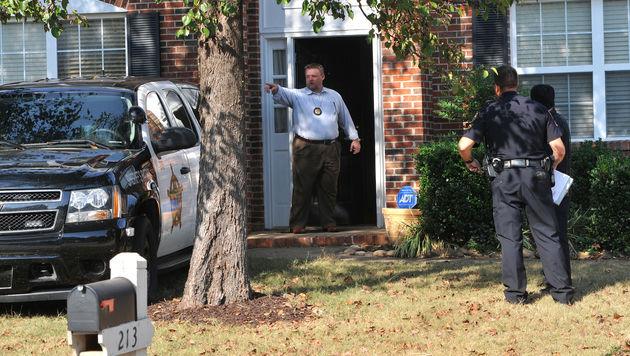 Die Ermittler durchsuchen das Haus von Todd Kohlhepp. (Bild: AP)