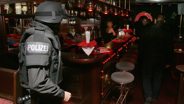 Eine Razzia in einem Wiener Bordell (Bild: Andi Schiel (Symbolbild))