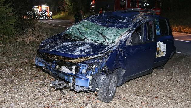 Der Wagen wurde beim Aufprall völlig demoliert. (Bild: laumat.at/Matthias Lauber)