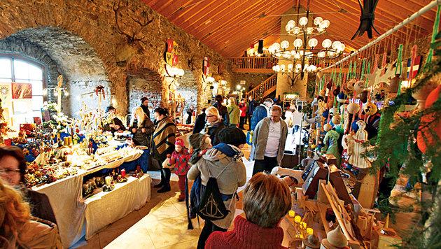 Im Rittersaal gibt es schönes Handwerk zu bestaunen und zu kaufen. (Bild: Reinhard Holl)