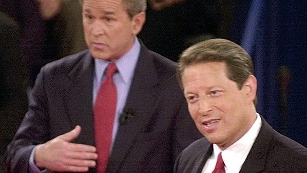 George W. Bush (li.) gewann die US-Wahl 2000 gegen Al Gore ohne Stimmenmehrheit. (Bild: AP)