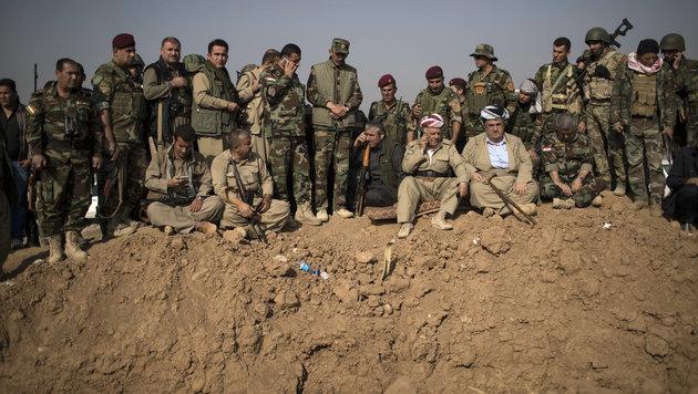 Massengrab bei Mossul mit 100 Enthaupteten (Bild: AP)