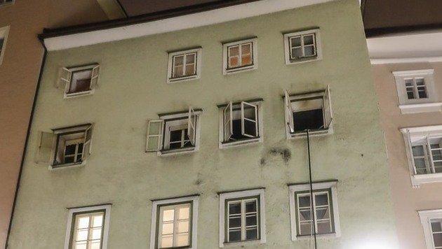 Im dritten Stock dieses Gebäudes brach das Feuer aus. (Bild: MARKUS TSCHEPP)