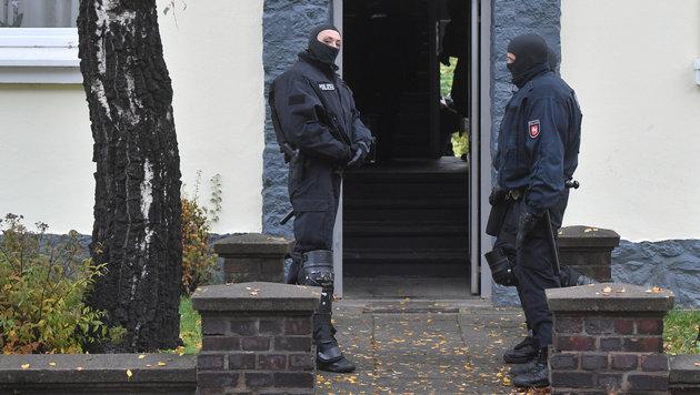 Deutschland: Polizei fasst fünf IS-Terroristen (Bild: APA/dpa/Julian Stratenschulte)
