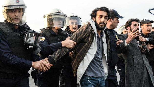 Die Verhaftungswelle in der Türkei reißt nicht ab. (Bild: AFP)