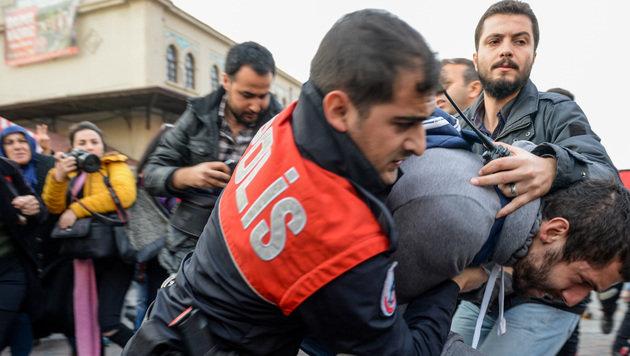 Deutschland bietet verfolgten Türken Asyl an (Bild: AFP)