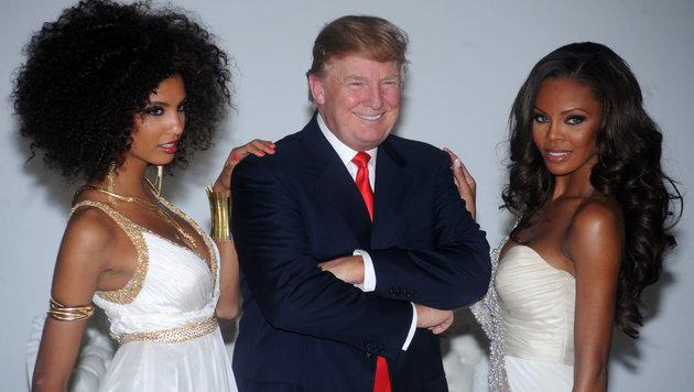 """Donald Trump mit """"Miss Universe""""-Kandidatinnen (Bild: Viennareport)"""