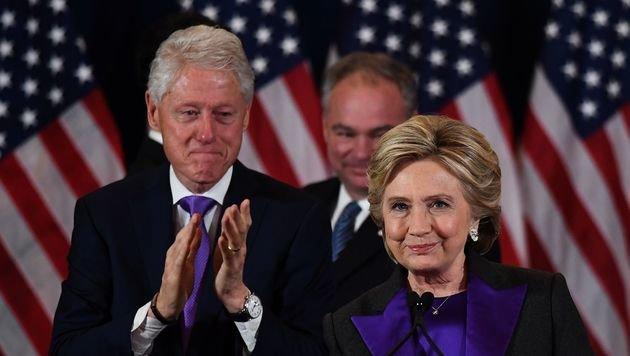 Bei der emotionalen Rede kamen selbst Ehemann Bill Clinton zwischendurch die Tränen. (Bild: APA/AFP/JEWEL SAMAD)