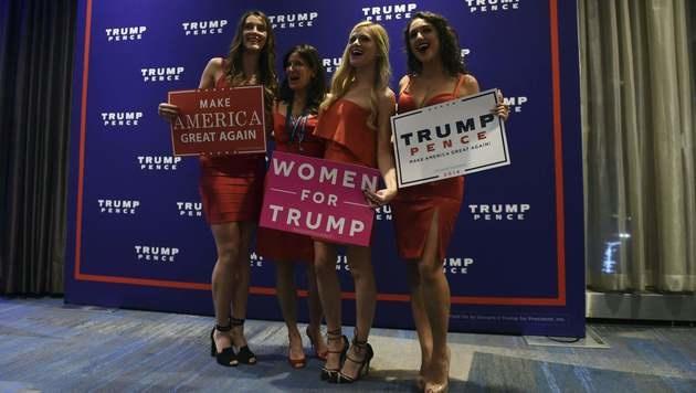 Trump-Unterstützerinnen bei der Wahlparty des Republikaners im Hilton Midtown (Bild: APA/AFP/TIMOTHY A. CLARY)