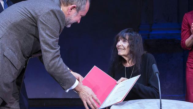 Friederike Mayröcker bei der Verleihung (Bild: APA/BKA/HANS HOFER)