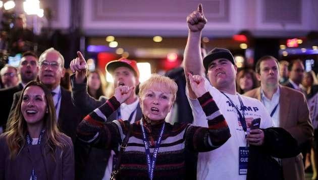 Trump-Unterstützer jubeln bei der Wahlparty in New York. (Bild: APA/AFP/GETTY IMAGES/CHIP SOMODEVILLA)