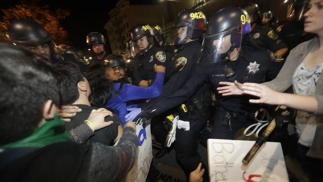 In Kalifornien kam es zu Zusammenstößen mit der Polizei. (Bild: AP)