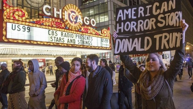 Eine Anti-Trump-Demo in Chicago (Bild: APA/AFP/GETTY IMAGES/JOHN GRESS)